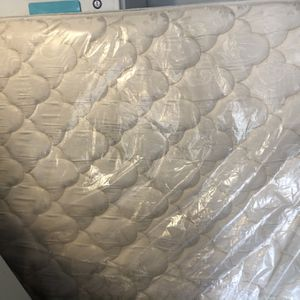 Pending- Queen mattress Box Spring Used-free for Sale in Spring, TX