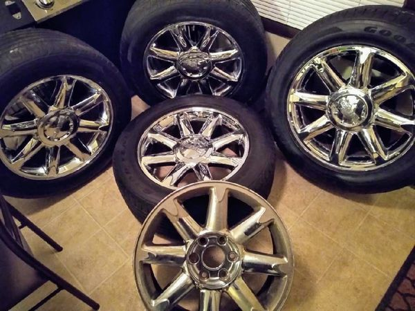 "2005 GMC Yukon Denali Tires And Rims 275 55R 20"" Good Years All-Season for sale."