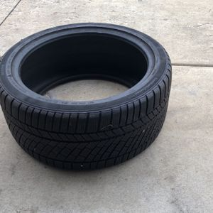Winter Tire Continental Contiwintercontact 285/35/20 for Sale in Des Plaines, IL