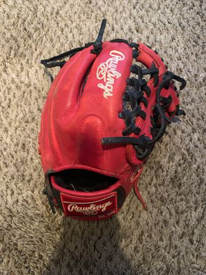 Baseball glove for Sale in Strongsville, OH