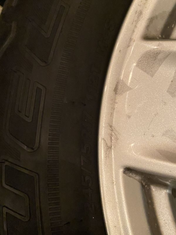 >900miles Bridgestone tires / jeep(gladiator) wheels /245/75R17