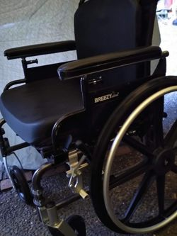 BREEZY ULTRA 4 Wheelchair W/ Cushions for Sale in Lynnwood,  WA