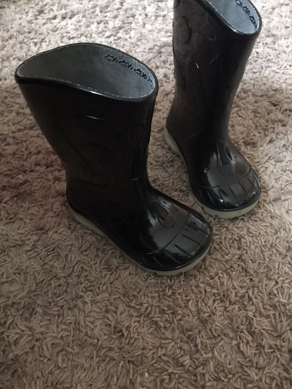 Toddler 5c black rain boots & Bottom Glow in dark