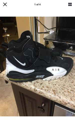 Nike Air 2012 Mens Black/White Shoe Size 10 (Porter Ranch) for Sale in Los Angeles, CA