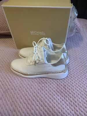 Women's Michael kors sneakers size 8 for Sale in The Bronx, NY