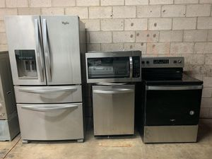 VERY NICE SET OF WHIRLPOOL STAINLESS STEEL KITCHEN APPLIANCES SET for Sale in Phoenix, AZ