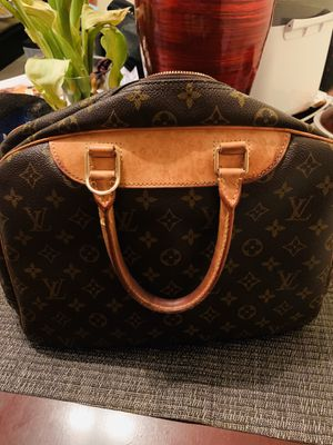 Louis Vuitton Deauville Tote 6.5 for Sale in Greenbelt, MD