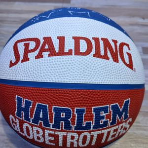 Harlem Globetrotters Signed Basketball for Sale in Watsonville, CA