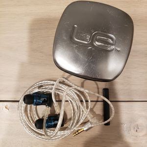 Ultimate Ears UE TripleFi 10 Sound Isolating IEM Earbuds (retail $399) for Sale in Belmont, CA