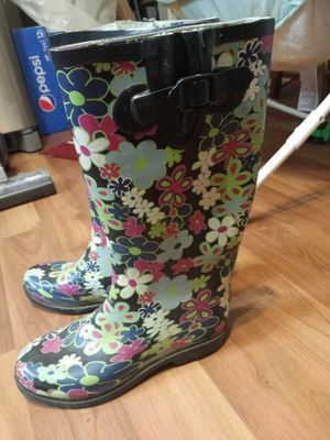 Rain boots size 8 for Sale in Galloway, OH