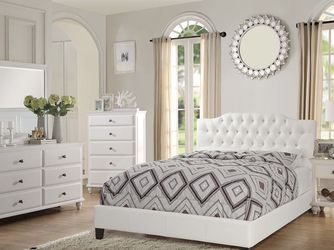 QUEEN BED INCLUDING MATTRESS✅ $20 DELIVERY 🚚 HABLAMOS ESPAÑOL 💯 • Brand new in box • Hardware & instructions included • Price is firm • We do not for Sale in Riverside,  CA