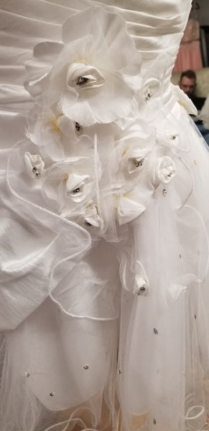 Short white wedding/ quinceanera dress for Sale in Austin, TX