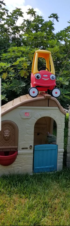 Step 2 cabin Toddlers Play House with cozy Coupe car for Sale in Houston, TX