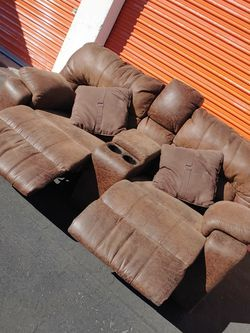 Couch Recliner (Middle Cup Holders) W/ FREE DELIVERY for Sale in Las Vegas,  NV