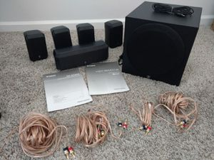ONKYO RECEIVER AND 5.1 YAMAHA HOME THEATRE SPEAKERS WITH CABLES AND STAND for Sale in Atlanta, GA