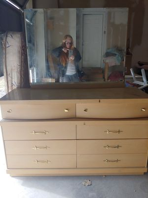 Antique Dresser for sale. for Sale in Eagle Mountain, UT