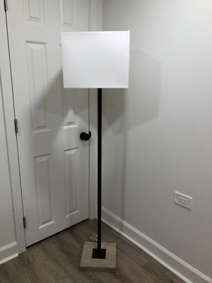 New floor lamp for Sale in Bakersfield, CA
