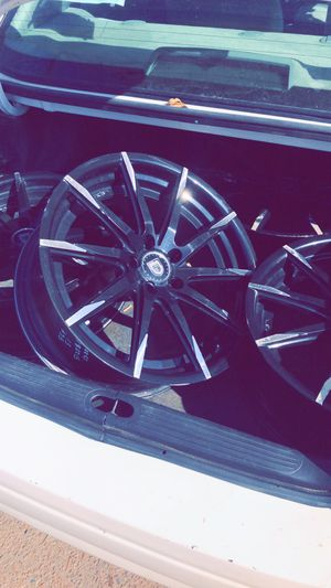 Lexiani 20' rims 5 bolt pattern for Sale in Sioux City, IA