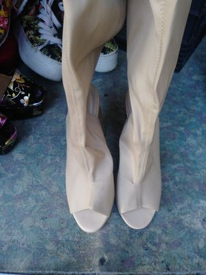 Size 8 cream colored boots for Sale in American Canyon, CA