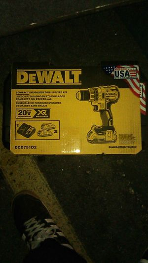 DEWALT 20V BRUSHLESS DRILL/DRIVER KIT for Sale in Los Angeles, CA