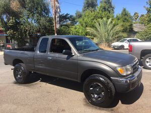 2000 Toyota Tacoma Pre-runner extra cab 4cyl automatic for Sale in Escondido, CA