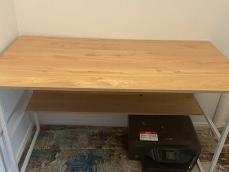 Beautiful Cream Wood Desk for Sale in Los Angeles,  CA
