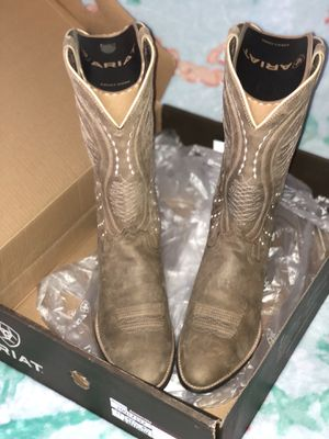 ARIAT WOMANS WESTERN BOOTS for Sale in Sebring, FL