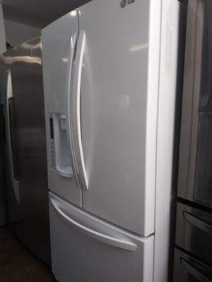 LG 33 Inch French Door White Refrigerator for Sale in Chino Hills, CA