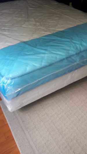 NEW QUEEN MATTRESS AND BOX SPRING FREE DELIVERY for Sale in Lake Park, FL