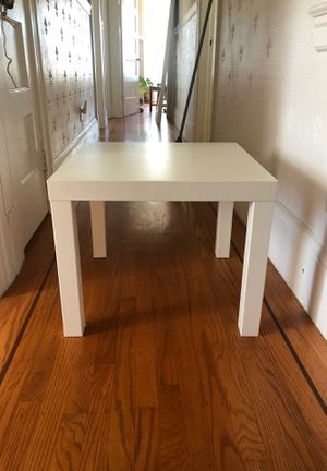 White end table & tv stand for Sale in San Francisco, CA