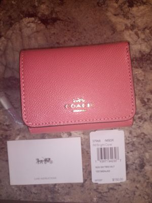 NWT COACH CORAL WALLET for Sale in Walton Hills, OH
