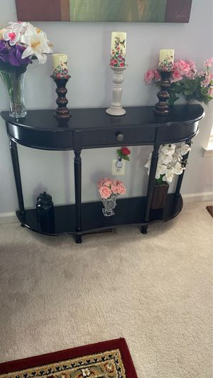 Console table in good condition (no negotiation please) for Sale in Herndon, VA