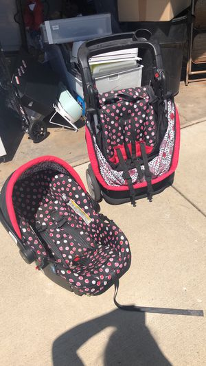 Disney car seat & stroller combo for Sale in Bellwood, IL