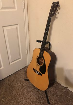 Yamaha Acoustic Guitar w/ Stand for Sale in Spring, TX