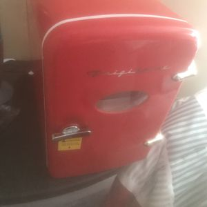 Frigidare Mini Refrigerator for Sale in Columbia, SC