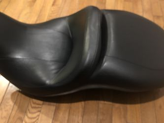 Harley Davidson Touring Seat (LOW) for Sale in Nokesville,  VA