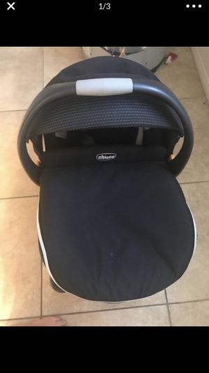 Chicco infant car seat with base smoke pet free home super clean and well taken care of for Sale in Apple Valley, CA