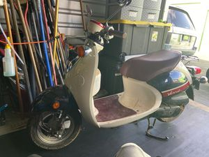 2014 (49cc ) Yamaha Veno street legal scooter for Sale in Philadelphia, PA