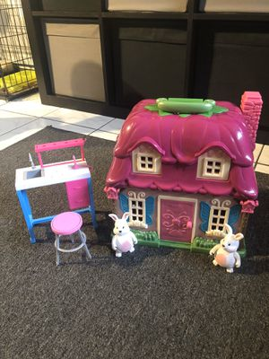 Doll house with figures and Barbie stuff for Sale in Hialeah, FL