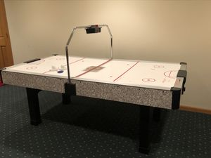 Dura Glide 7' Air Hockey Table with electronic scoreboard for Sale in Downers Grove, IL