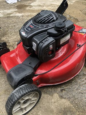 Gas powered Briggs and Stratton Lawn Mower for Sale in Dallas, TX