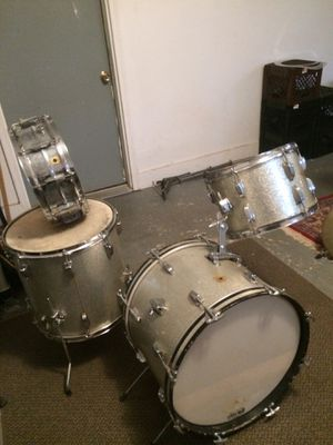 BEAUTIFUL VINTAGE 1965 LUDWIG DRUM SET for Sale in Darien, CT