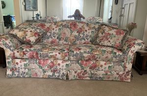 Beautiful floral couch / sofa and 2 matching chairs for Sale in Westbury, NY