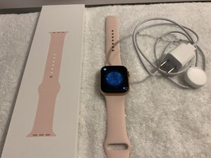 Apple Watch Series 4 44mm Rose Gold Cellular/GPS for Sale in Orlando, FL