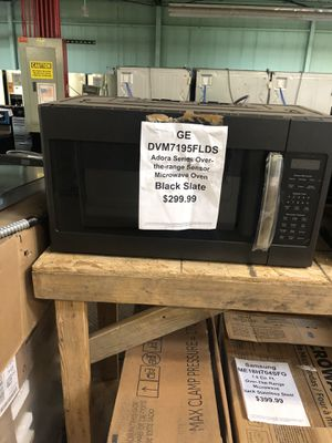 Ge microwave with manufacturers warranty for Sale in New Lenox, IL