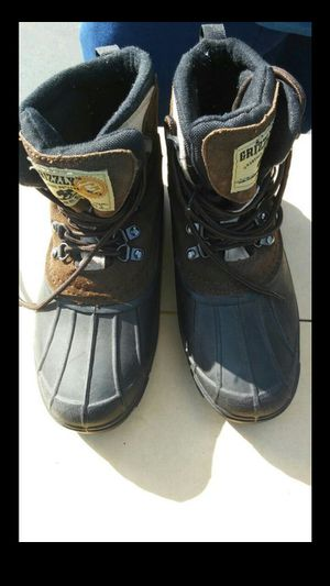 Grizzly Snow Boot Kids Size 5 for Sale in Lawndale, CA
