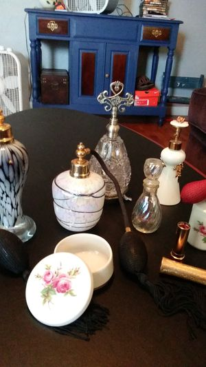 Decorative/working vintage perfume bottles. for Sale in Tacoma, WA