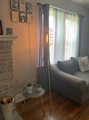 INDUSTRIAL TRIPOD FLOOR LAMP for Sale in Houston, TX