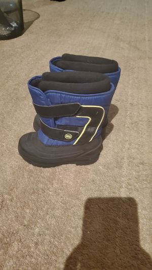 Snow boots for 3 years kid for Sale in Edison, NJ