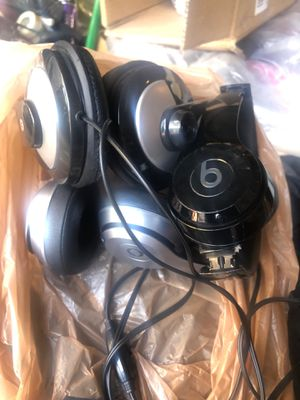 3 headphones both beats Bluetooth don't know what's wrong needs to go $30. Obo for Sale in DuPont, WA